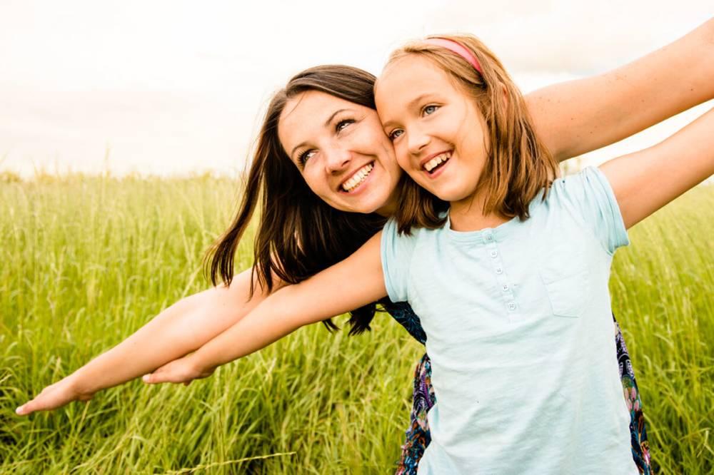 Abbildung zeigt eine Mutter und Ihr Kind